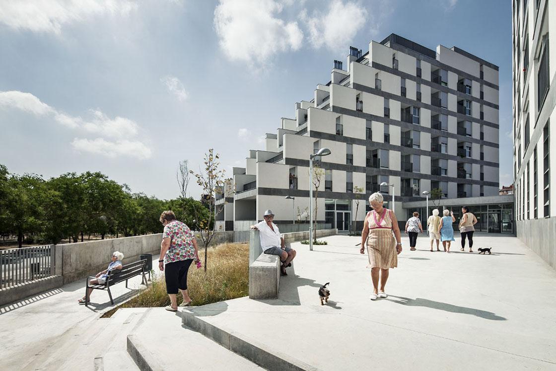 © Jordi Surroca. Image114 Public Housing Units / Sauquet Arquitectes i Associats